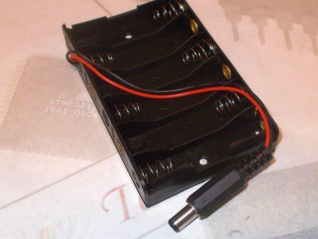 6x AA elem/akkutartó (Arduino tápdugóval)