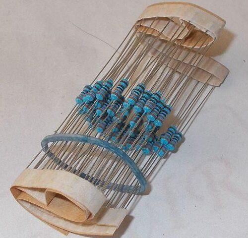 Alkatrészek (Chip, ellenállás, kondenzátor)