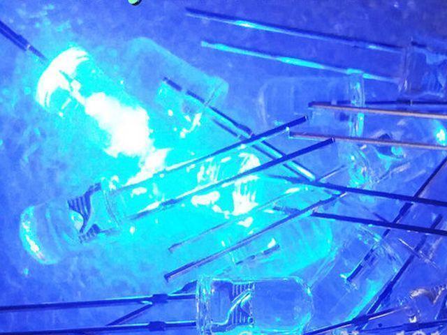 LED - Kék fényű, víztiszta tok csomag (20x, 5mm)