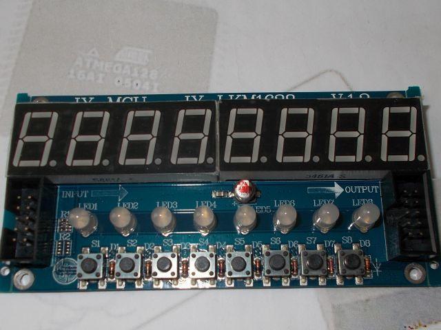 8x 7szegmens LED, 8x nyomógomb, 8x duoLED  kijelző (TM1638)