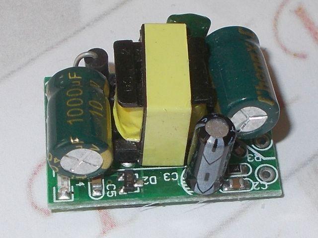 AC-DC step-down táp (230V / 5V@700mA)