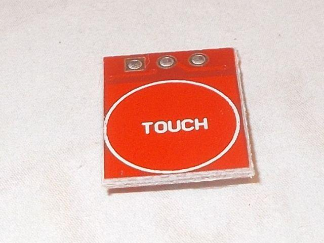 1x kapacitív érintőbillentyű (1x touch, piros)
