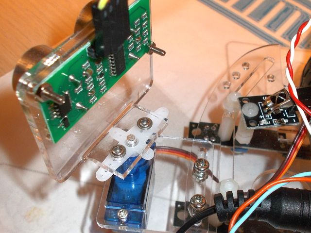 Robot ultrahang kit (tartóelemek, SG90 szervo, SR04 szenzor)