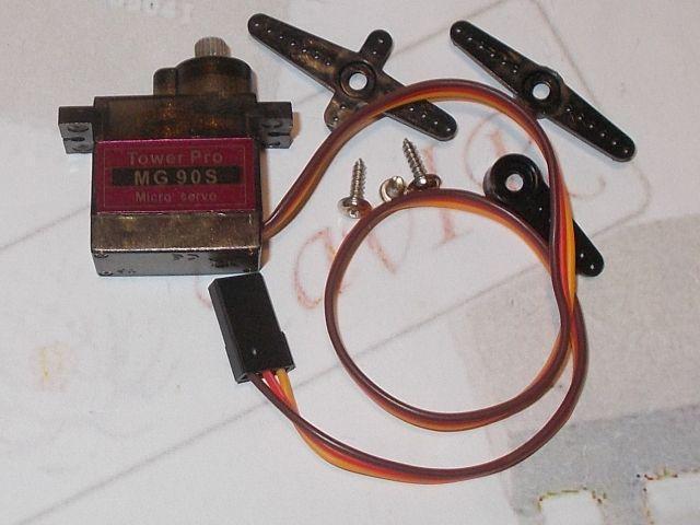 Mini  fém/golyóscsapágyas servomotor (MG90S)