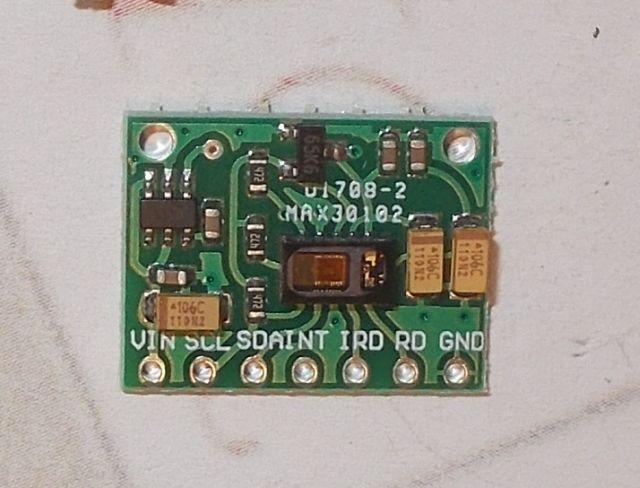 MAX30102 pulzus-véroxigénszint mérő