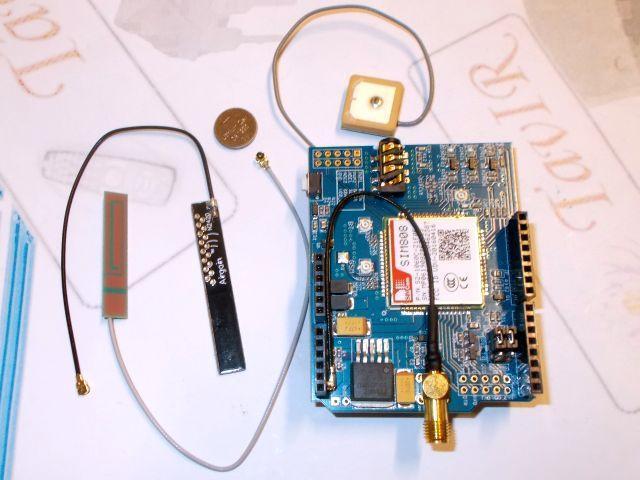 GPRS/GSM + GPS shield (SIM808)